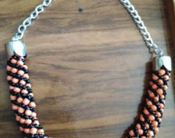 Peach and black chain-necklace